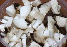 Zbliżenia królewiątka ostrygowej pieczarki lub Pleurotus Eryngii cięcie w kawałek zdjęcie stock