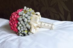 Ślubny bukiet na poduszce Obraz Royalty Free