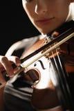 Zbliżenie Bawić się skrzypce kobieta Obraz Stock