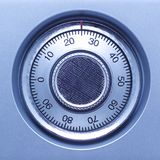 Zbliżenie bezpiecznie kędziorek w krypcie w błękitnych brzmieniach Zdjęcie Stock