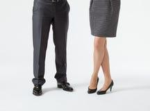 Zbliżenie biznesmena i bizneswomanu nogi fotografia stock