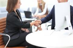 Zbliżenie biznesu uścisku dłoni kobiet partner biznesowy Biznesowy pojęcie Zdjęcie Royalty Free