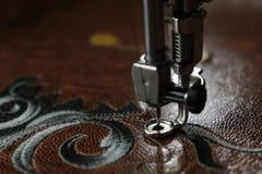 Zbliżenie broderia na brown leatherette fotografia stock