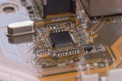 Zbliżenie brown elektroniczna deska z małą głębią pole 1 Obrazy Stock