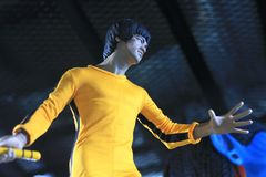 Zbliżenie Bruce Lee postaci model na pokazie przy M kawiarnią zdjęcia stock