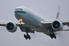 Zbliżenie Cathay Pacific Boeing 777-300ER obrazy stock