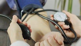Zbliżenie ciśnienia krwi Mierzyć zbiory wideo