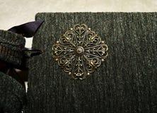 Zbliżenie dekoracyjny element na pokrywie handmade przyglądający photoalbum Zdjęcie Stock