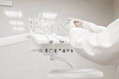 Zbliżenie dentysty nowożytni narzędzia, burnishers lekarka czeki Obraz Royalty Free
