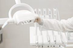 Zbliżenie dentysty nowożytni narzędzia, burnishers lekarka czeki Obrazy Royalty Free