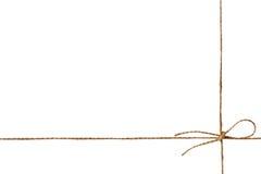 Zbliżenie dratwa lub sznurek wiązaliśmy w łęku odizolowywającym na bielu Zdjęcia Royalty Free