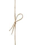 Zbliżenie dratwa lub sznurek wiązaliśmy w łęku odizolowywającym na bielu Fotografia Royalty Free