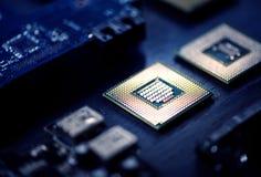 Zbliżenie elektronika komputerowych składników mikroprocesorów mainboard zdjęcie royalty free