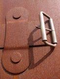 Zbliżenie fotografia metal walizki klamra i patka zdjęcia stock