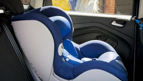 Zbliżenie fotografia pustych childs zbawczy samochodowy siedzenie zdjęcie stock