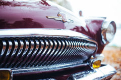 Zbliżenie Gorky samochodu rośliny logo na roczniku GAZ-M-21 Volga Obrazy Royalty Free