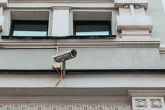 Zbliżenie kamera bezpieczeństwa na rocznika budynku fotografia stock