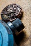 Zbliżenie kieszeniowego zegarka clockworks i mechanizm obraz royalty free