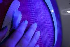 zbliżenie kobieta paznokcie podczas kolorystyki fotografia stock