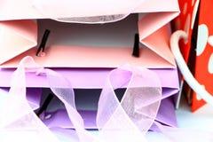 Zbliżenie kolorowi torba na zakupy wierzchołki abstrakcjonistyczni Zdjęcia Stock