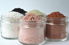 Zbliżenie kosmetyczne gliny dla detox twarzy masek francuz zielona glina, kaolin, różowa glina, czerwona glina i pudrujący aktywo Fotografia Royalty Free