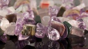 Zbliżenie kryształy ametyst, fluoryt, jaspis, karneol i ro, Zdjęcie Stock