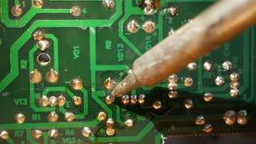 Zbliżenie lutowanie elektronicznego obwodu deska zbiory