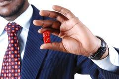 Zbliżenie mężczyzna mienia kostka do gry. Obrazy Stock