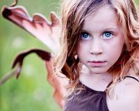 Zbliżenie małej dziewczynki czarodziejka Fotografia Royalty Free