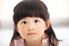 Zbliżenie małej dziewczynki słodka twarz obrazy royalty free