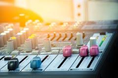 Zbliżenie melanżeru audio deska Obrazy Stock