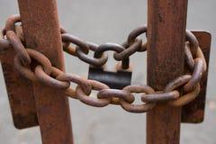 Zbliżenie metalu łańcuchy z kłódką Obraz Royalty Free