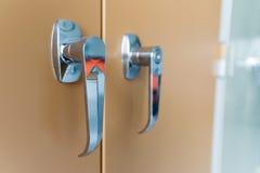 Zbliżenie na rękojeści drzwiowy segregowanie gabinet Obraz Royalty Free