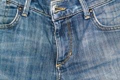 Zbliżenie niebiescy dżinsy fartuch, Drelichowa tekstura, makro- tło dla strony internetowej lub urządzenia przenośne, fotografia royalty free