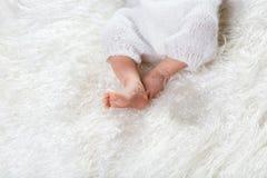 Zbliżenie nowonarodzonego niemowlaka dziecka cieki pojęcie nowy życie, kopii przestrzeń Zdjęcie Stock