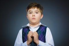 Zbliżenie Okaleczać i szokować chłopiec Ludzki emoci twarzy wyrażenie obraz stock