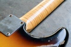 Zbliżenie płomień klonowa szyja na sunburst gitarze Obraz Royalty Free