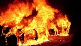 Zbliżenie płonący samochody policyjni z zderzakami zbiory