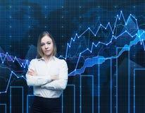 Zbliżenie piękny portfolio kierownik z krzyżować rękami w formalnej koszula Pojęcie proces podejmowania decyzji w finanse Obrazy Stock