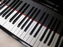 Zbliżenie pianino klucze, zamknięty czołowy widok Obrazy Stock