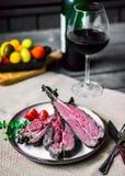 Zbliżenie piec na grillu jagnięcy kotleciki fotografia stock
