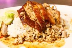 Zbliżenie pieczona kaczka z ryż i kumberlandem Obraz Royalty Free