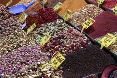 Zbliżenie pikantność na sprzedaż rynku Turcja, Istanbuł Uroczysty bazar Fotografia Stock