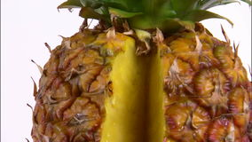 Zbliżenie pokrojony ananas zdjęcie wideo