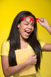 Zbliżenie portret młoda mruga kobieta Zdjęcie Stock