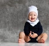 Zbliżenie portret odizolowywający na popielatym tle dziecko zdjęcie royalty free