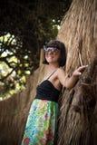 Zbliżenie portret piękna ciemnowłosa młoda kobieta outdoors Tropikalna Bali wyspa, Indonezja Zdjęcia Royalty Free