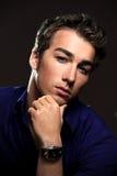 Zbliżenie portret przystojny młody człowiek Zdjęcia Stock