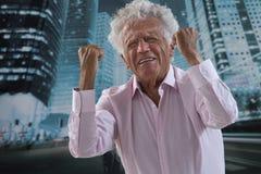 Zbliżenie portret, spęczenie, starszy mężczyzna Fotografia Stock