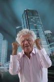 Zbliżenie portret, spęczenie, starszy mężczyzna Obrazy Stock